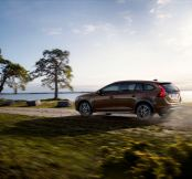 Volvo's V60 gets the Cross Country eco treatment