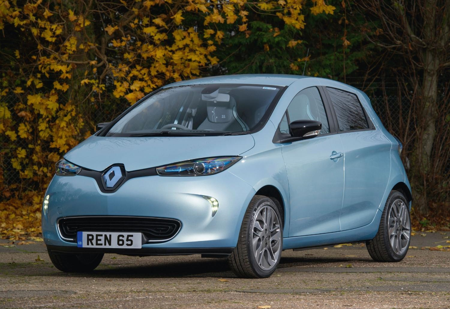 renault restructures all electric zoe and twizy models. Black Bedroom Furniture Sets. Home Design Ideas
